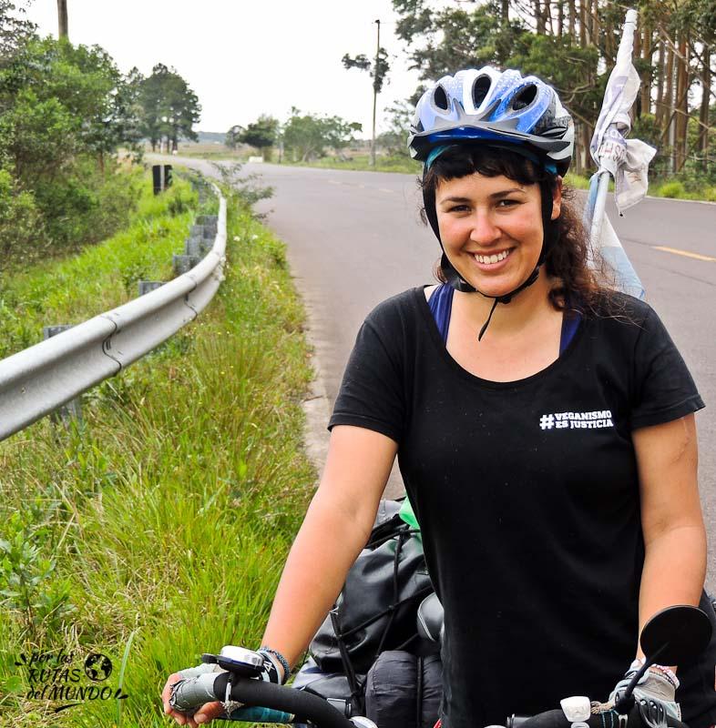 Posando con mi bicicleta el día de mi cumpleaños viajando por el sur de Brasil